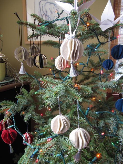 My Bro & his wife's balls (Note to self: Peg's tree them isn't silver. It's bronzy-gold.)